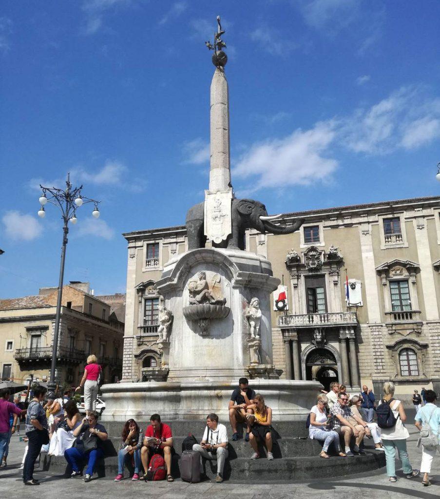 la fontana dell'elefante in piazza duomo a catania